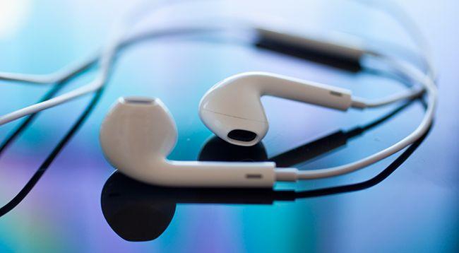 one-apple-patents-headphones-tracker-raqwe.com-01