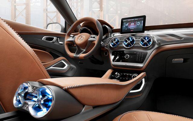 Mercedes-Benz-Concept-GLA-front-interior-raqwe.com-01