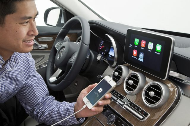 mercedes-benz-volvo-work-demonstrated-carplay-raqwe.com-01
