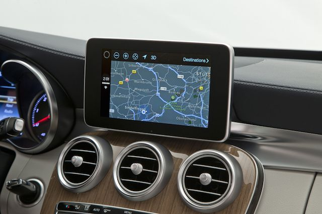 mercedes-benz-volvo-work-demonstrated-carplay-raqwe.com-02