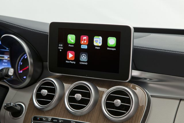 mercedes-benz-volvo-work-demonstrated-carplay-raqwe.com-03