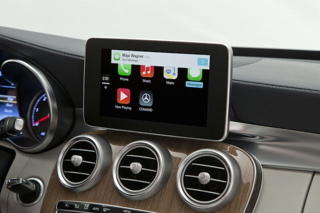 mercedes-benz-volvo-work-demonstrated-carplay-raqwe.com-06