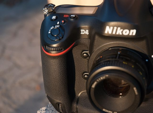 review-nikon-d4-reportage-camera-trouble-free-working-tool-raqwe.com-02