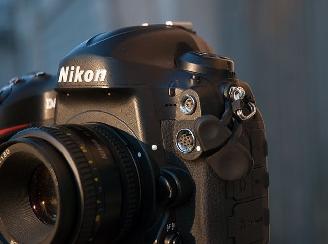 review-nikon-d4-reportage-camera-trouble-free-working-tool-raqwe.com-03