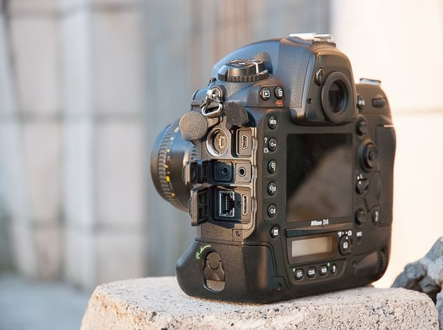 review-nikon-d4-reportage-camera-trouble-free-working-tool-raqwe.com-07