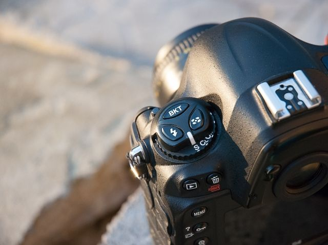 review-nikon-d4-reportage-camera-trouble-free-working-tool-raqwe.com-09