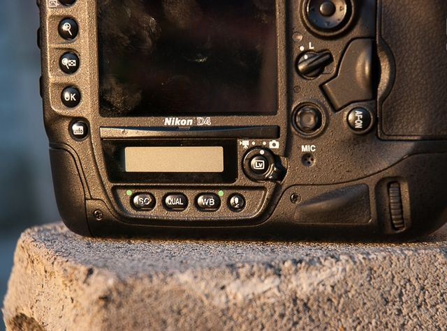 review-nikon-d4-reportage-camera-trouble-free-working-tool-raqwe.com-14