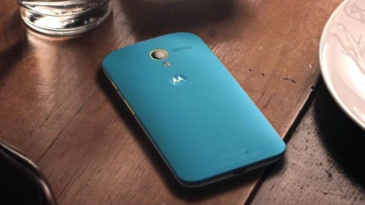 turn-android-based-smartphone-moto-raqwe.com-01