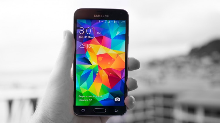 galaxy-s5-quadhd-screen-officially-announced-raqwe.com-01