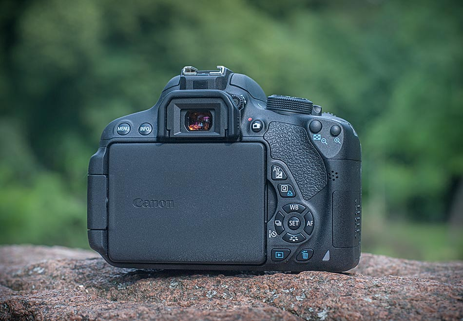review-slr-camera-canon-eos-700d-raqwe.com-02