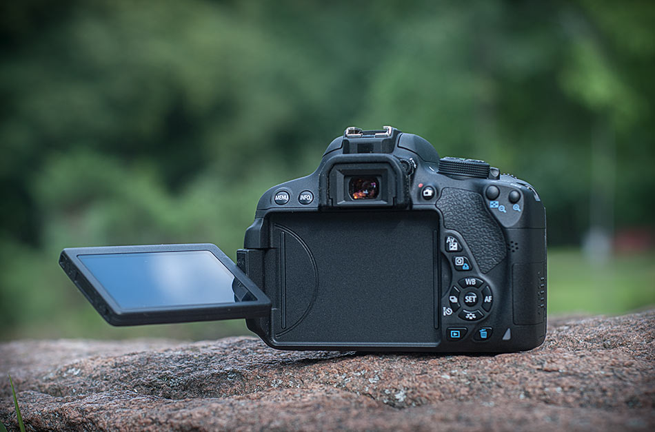 review-slr-camera-canon-eos-700d-raqwe.com-03