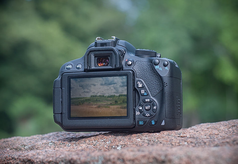 review-slr-camera-canon-eos-700d-raqwe.com-04