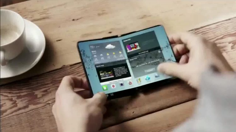 Samsung flexible blurs the line between a smartphone and a laptop