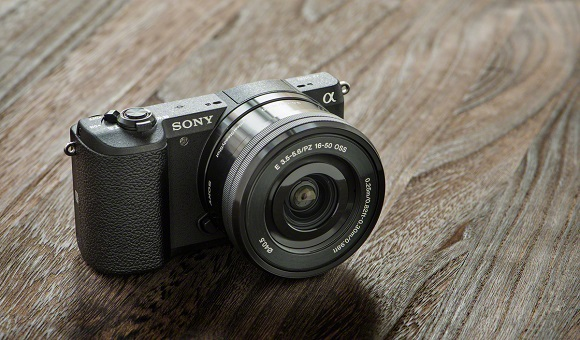 Sony α5100 – the world's smallest camera with interchangeable lenses