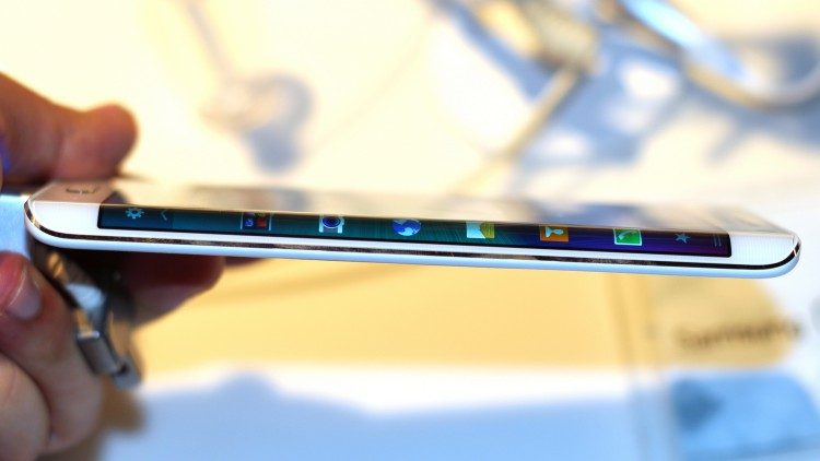 Flagship from Samsung will bend both edges in the Galaxy S6