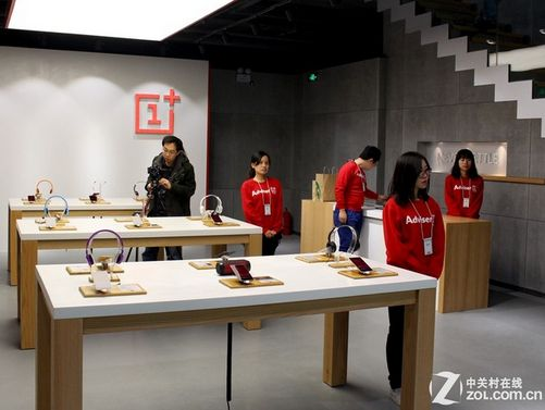 OnePlus opens its first physical store their own products