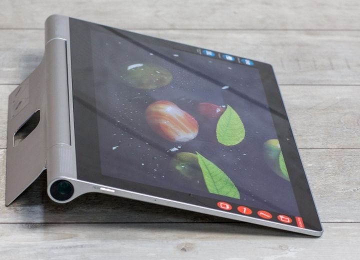 Lenovo Yoga Tablet 2 Pro - now with a projector!