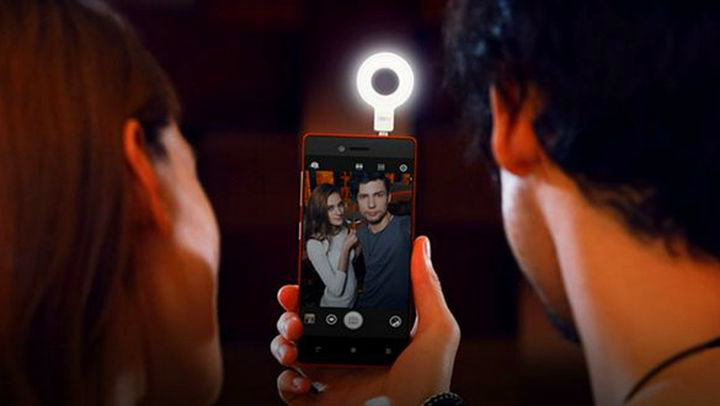 CES 2015. Lenovo VIBE Selfie Flash - need more self!