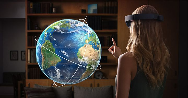 Glasses MS HoloLens: towards a virtual world?