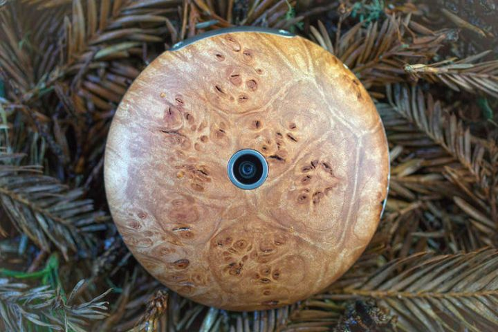 When your new anti-smartphone-round, wooden and Firefox OS