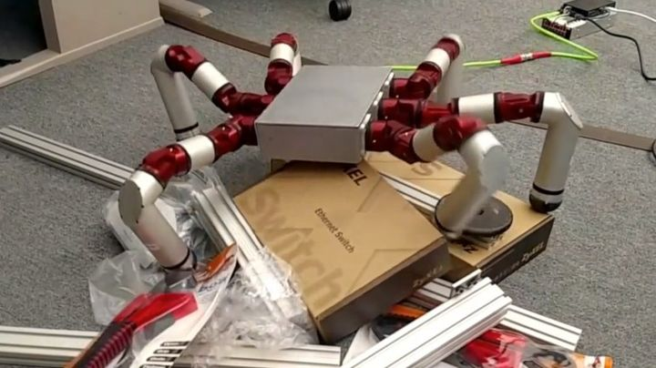Modern Robot Snake Monster can easily change the form for all needs