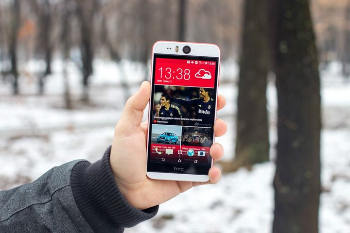 Smartphone HTC Desire EYE review