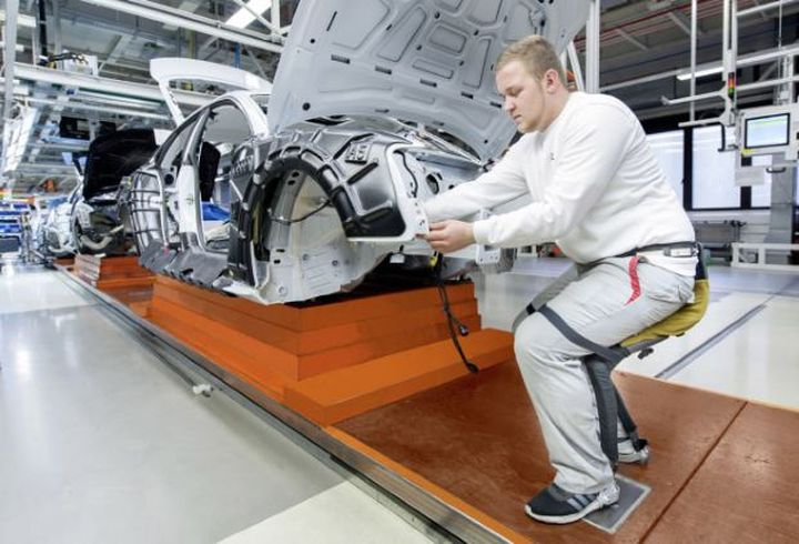 At Audi used hydraulic exoskeletons