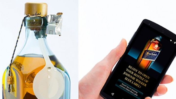 "Clever bottle of whiskey ""speaks"" with smartphones"