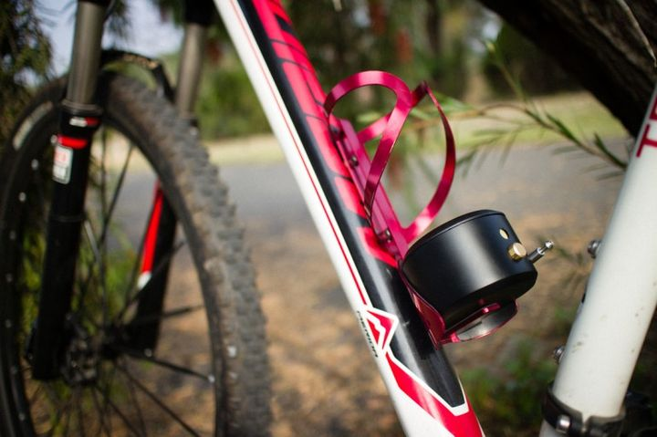 Kadalock adds bicycle lock with Bluetooth to your bottle holder