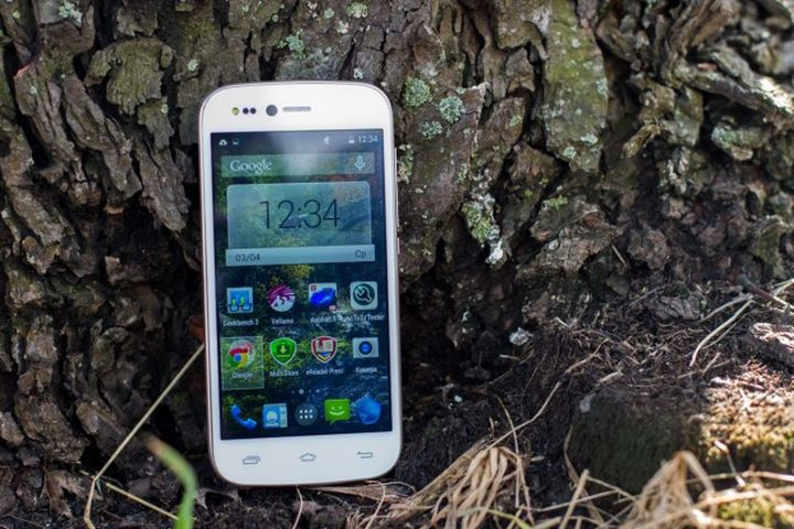 """Prestigio Grace X3 review - """"selfifon"""" flash from the front for $ 153"""
