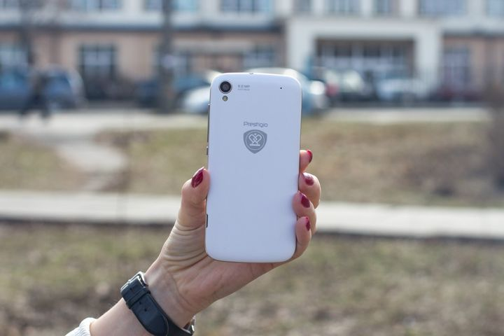 "Prestigio Grace X3 review - ""selfifon"" flash from the front for $ 153"