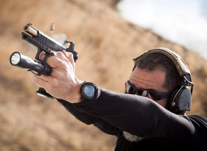 Ring-holder SwitchBack makes tactical flashlight