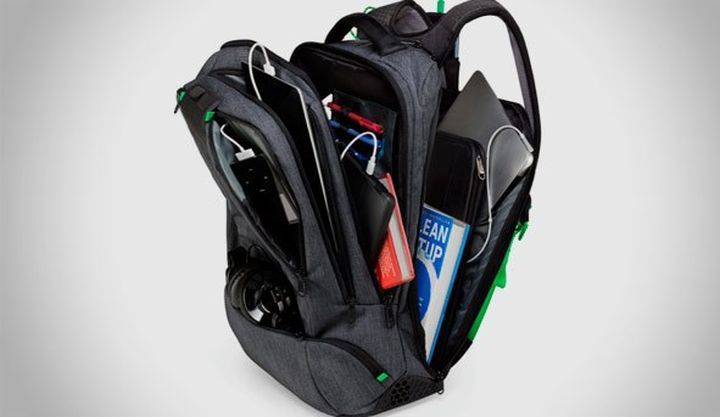 AMPL SmartBag - an innovative backpack with built-in battery