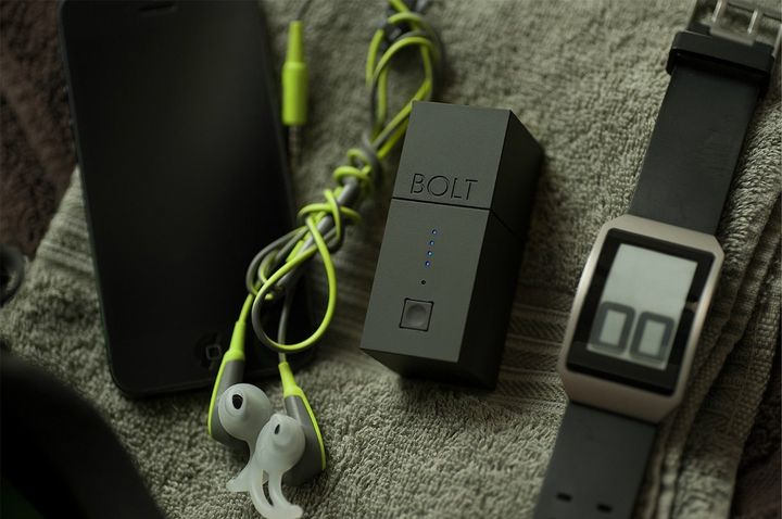 "BOLT 2: universal ""battery charger"" with built-in battery"