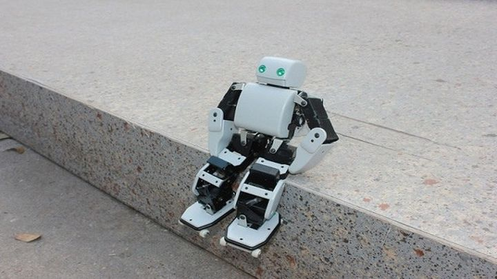 PLEN2 robot can be printed on 3D-printer