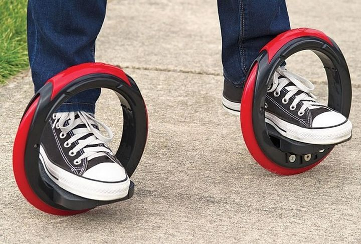 The Sidewinding Circular Skates: hybrid skateboard and inline skates