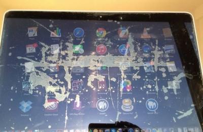 MacBook Pro Retina displays subject unpleasant defects