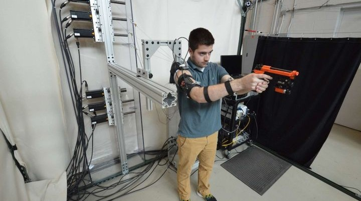 MAXFAS - exoskeleton technology, which teaches shoot