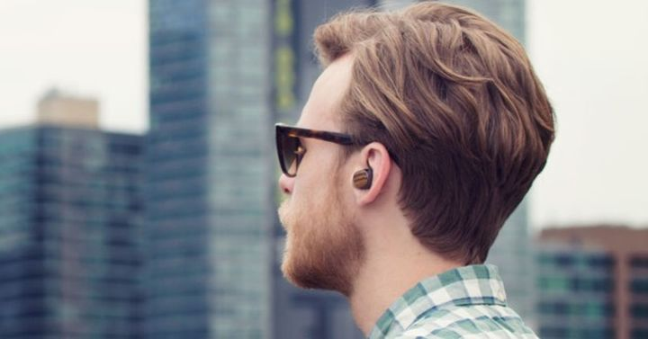Motorola Moto Hint +: tiny wireless headset