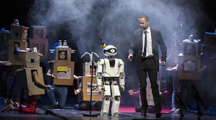 Myon - special robot playing Opera