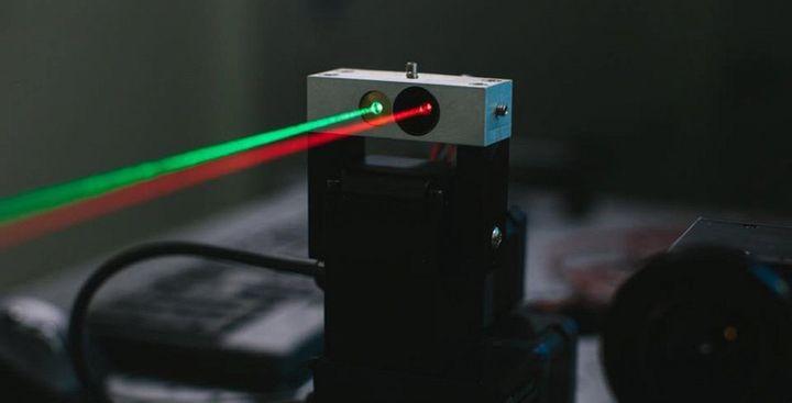 zuckerberg-showed-laser-internet-2015-raqwe.com-01