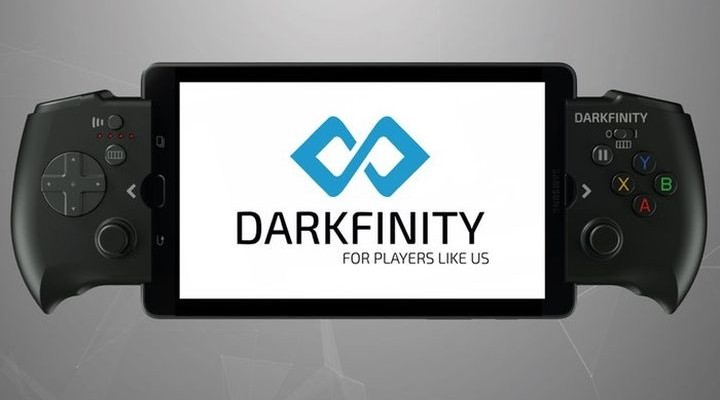 Darkfinity - new gamepad charging the smartphone during the game