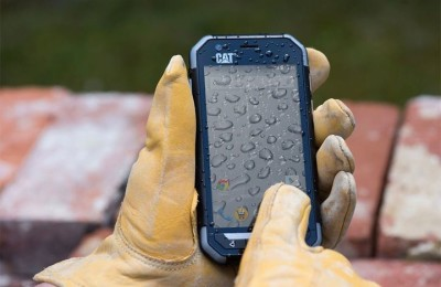 Protected smartphone Cat S30 can be used while wearing gloves