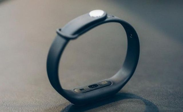 Xiaomi Mi Band 1S - fitness tracker with a heart rate sensor for $16